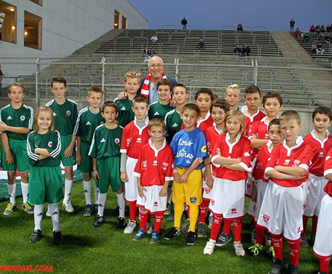 NIMES-RED-STAR-ENFANTS-DE-LA-POLICE-NATIONALE-